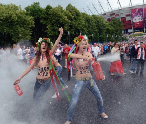 167224-aktivistki-femen-proveli-aktsiju-pered-matchem-otkrytija-evro-2012